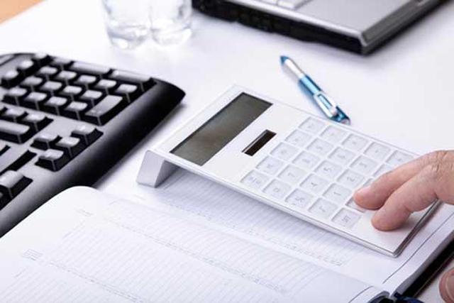 accountant-bookeeper-100712-02
